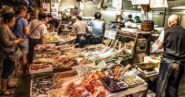 Chợ Nishiki là một trong những khu chợ ẩm thực nổi tiếng trên thế giới