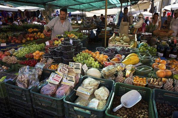 Khu chợ Mercato Testaccio là một trong những khu chợ ẩm thực nổi tiếng trên thế giới ở Rome