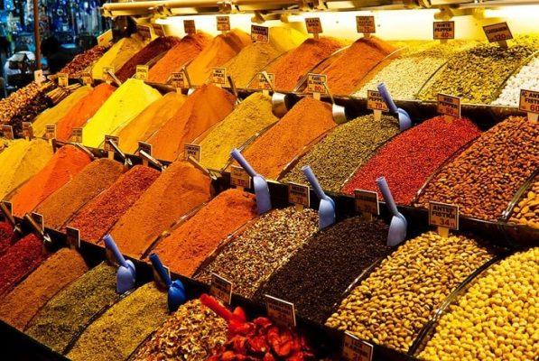 Một trong những khu chợ ẩm thực nổi tiếng trên thế giới là chợ Spice Bazaar, Tây Ban Nha