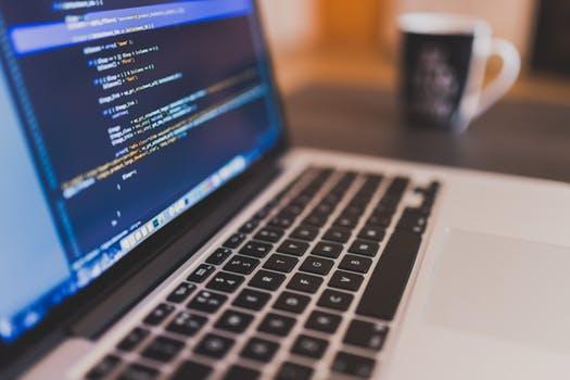 Lập trình web là gì? Có giống thiết kế web hay không?